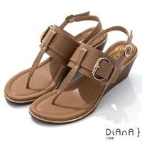 【DIANA】5.5cm 壓紋牛皮鉚釘釦飾T字楔型夾腳涼鞋-異國風情(棕)