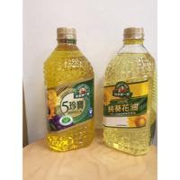 現貨供應中,得意的一天 五珍寶2L 葵花油2L。 100%天然精純進口葵花原油 含天然生素E 不含人工添加物 超取限2罐