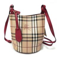 【BURBERRY 巴寶莉】40571571 經典格紋Haymarket PVC皮革飾邊水桶款肩背/斜背包(紅色)