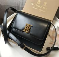 Burberry小號TB黑金側背包 眾多明星同款 尺寸21*16*8.5cm 出清價$54500/個💜