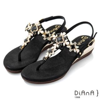 【DIANA】3.7cm 質感羊紋超纖X水鑽花朵寶石楔型T字夾腳涼鞋-異國風情(黑)