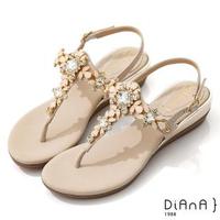 【DIANA】3.7cm 質感羊紋超纖X水鑽花朵寶石楔型T字夾腳涼鞋-異國風情(裸粉)