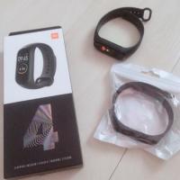 二手 小米手環4 (含盒子)再送一條全新錶帶(黑色)+保護貼 小米4