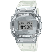 【CASIO 卡西歐】G-SHOCK 冰酷迷彩金屬電子手錶(GM-5600SCM-1)